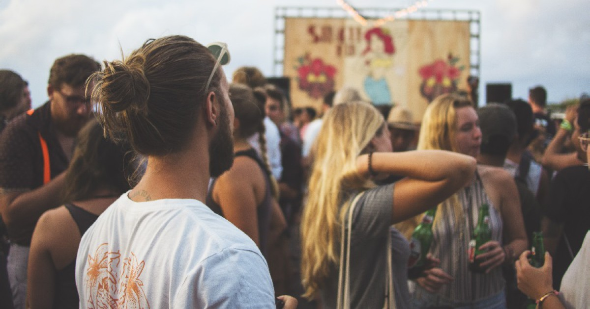 Enoclophobia (fear of crowds): symptoms, causes and treatment